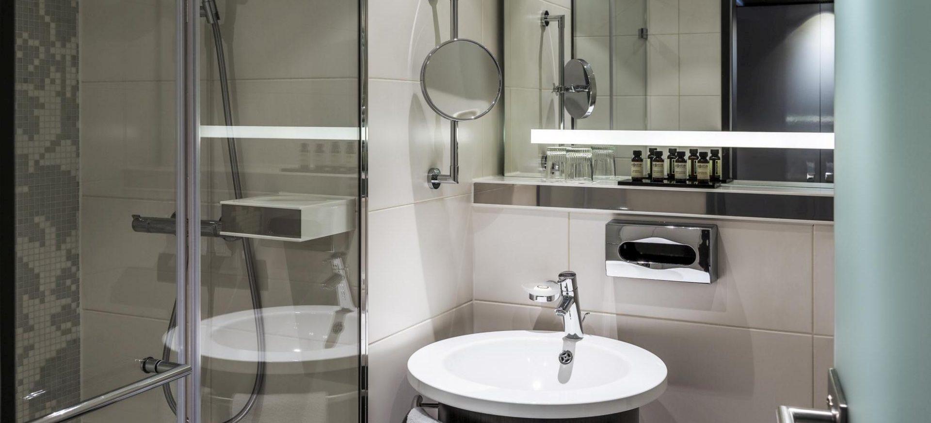 Pullman Munich Executive Zimmer Bad / Executive Room bath
